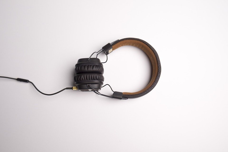 headphone-1868612_960_720[1]